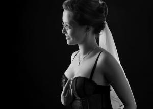 Braut Erotik mit schwarzer Corsage