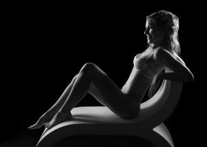 Braut Erotik in schwarz-weiß