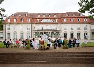 Hochzeit Schloss Storkau Trauung draußen