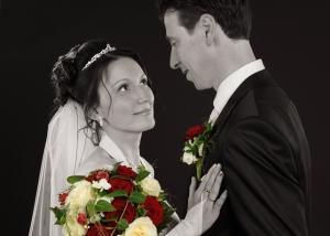 Hochzeits-Portrait in schwarz-weiß Strauß nachcoloriert