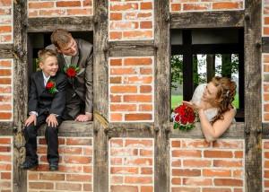 Hochzeits-Portrait im Backsteinhaus