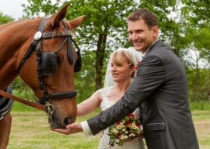 Hochzeits-Portrait mit Pferd