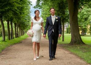 Hochzeits-Portrait Händchen haltend