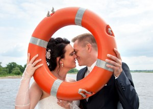 Hochzeits-Portrait mit Rettungsring