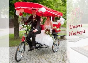 Hochzeits-Portrait in einer Fahrradrikscha