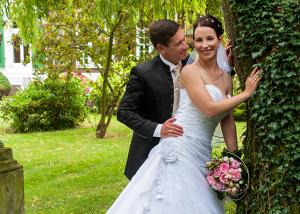 Hochzeits-Portrait im eigenen Garten