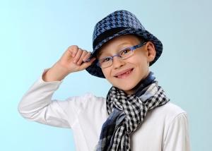 Kinder-Portrait mit modischen Accessoires