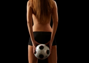 Erotik Frau mit Fußball