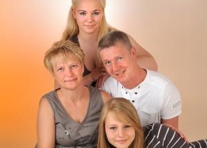 Familienfoto mit Hund